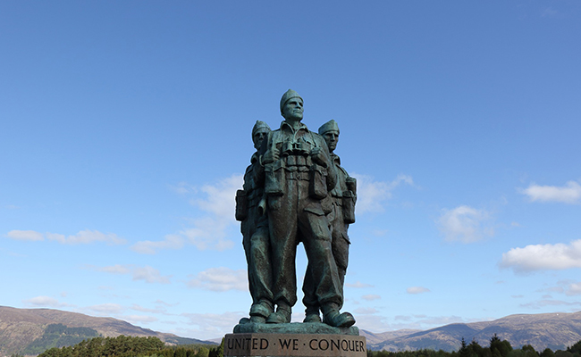 A WW2 Memorial Statue